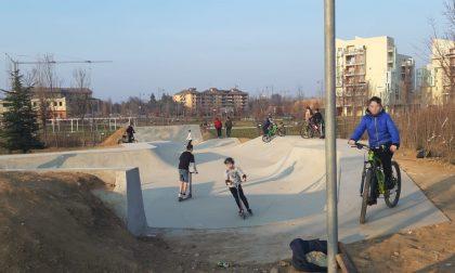 Skatepark di Arese, ragazzi abusivi in bici e monopattino