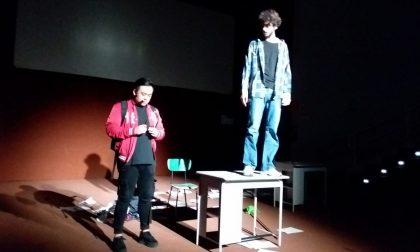 Francesco Riva in scena contro il bullismo