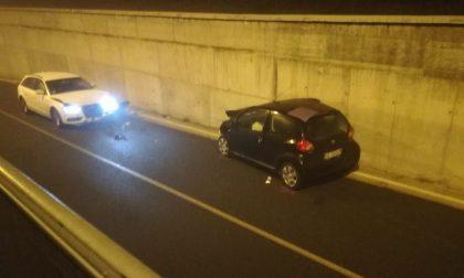 Cinque feriti nell'impatto tra due auto al sottopasso