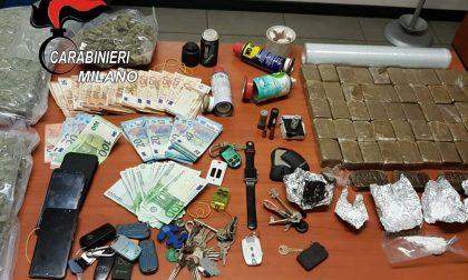 Nasconde munizioni e droga e scappa dai Carabinieri: preso
