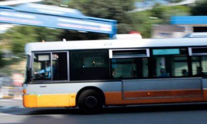 Lite tra quattro donne sul bus, una finisce in ospedale