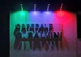 Il Tricolore illumina la facciata dell'ospedale di Garbagnate