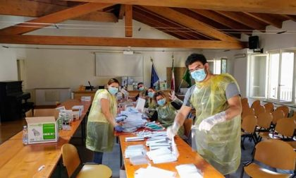 Senago dal cuore d'oro: 10mila mascherine e guanti in tutte le case