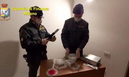 Scappa all'alt della Finanza perché con oltre un chilo di droga: arrestato 60enne VIDEO