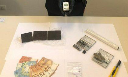 30enne arrestato per spaccio: quasi 400 grammi di droga nascosta in casa