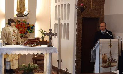 Coronavirus, Gallera all'ospedale di Cuggiono per la Messa di Pasqua