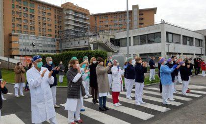 Omaggio in note agli operatori dell'ospedale Fornaroli VIDEO