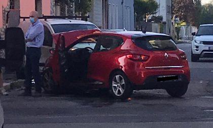 Incidente tra due auto: coinvolte due persone FOTO