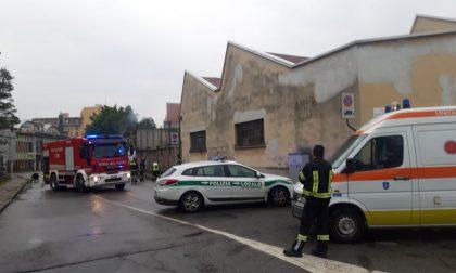 Paura a Baranzate: prende fuoco un'area dismessa