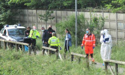 Garbagnate, il cadavere di un uomo emerge dal canale Villoresi. FOTO