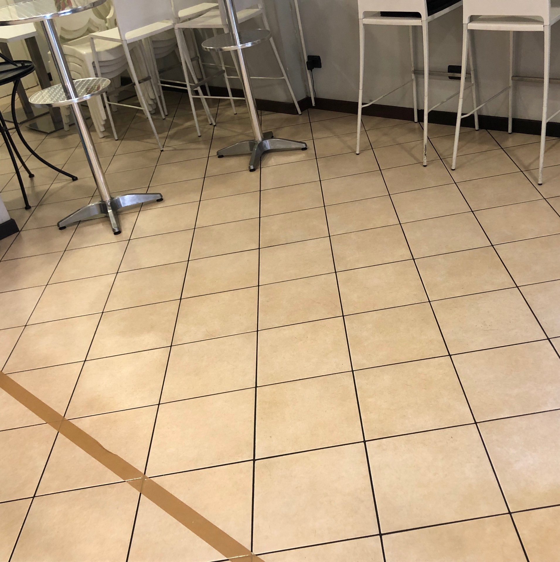 Come sarà tornare nei ristoranti? Le regole per poter riaprire ...