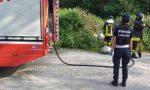 Brucia microdiscarica a Castano: intervengono agenti e pompieri – LE FOTO