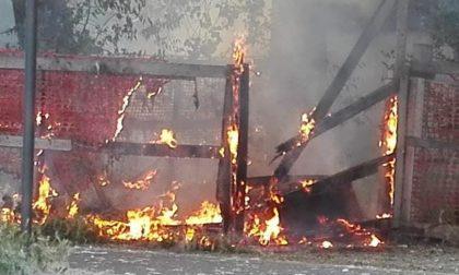 """Il cantiere della """"nuova caserma"""" ancora una volta a fuoco FOTO"""