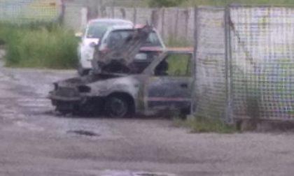 Auto distrutta dalle fiamme, paura a Canegrate