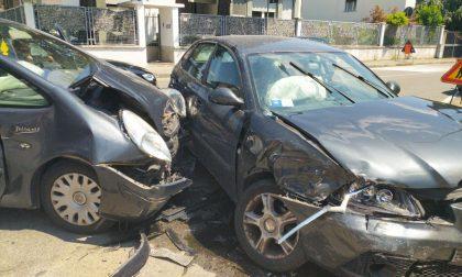 Schianto in via Firenze: due auto distrutte FOTO