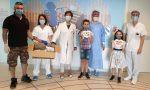 Ivan, autistico, confeziona e dona le visiere all'ospedale