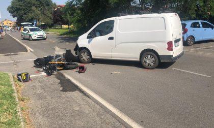 Drammatico incidente tra un'auto e una moto