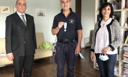 Medaglia di benemerenza per l'agente di polizia del carcere di Bollate