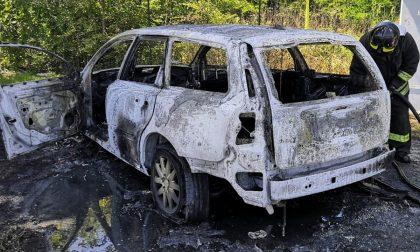 Auto in fiamme tra Castano Primo e Turbigo