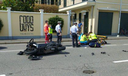 Grave incidente tra auto e moto in via Novara FOTO