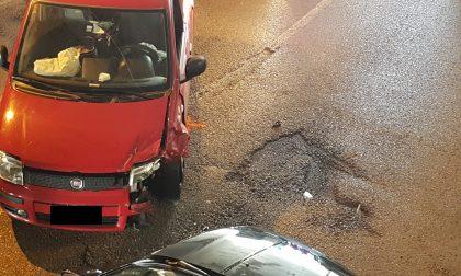 Incidente nel sottopasso: coinvolte due auto FOTO