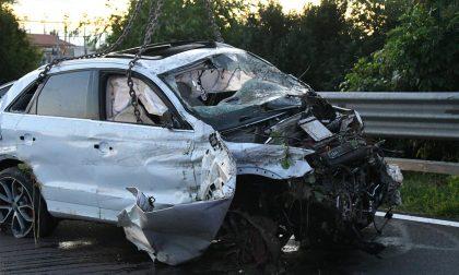 Finiscono con l'auto nel canale: due morti