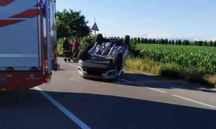 Grave scontro tra due auto a Bollate FOTO