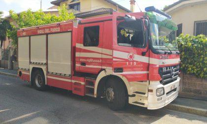 Paura al vicolo delle Contrade: crolla un tetto, arrivano i pompieri