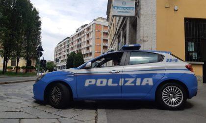 Collaboratore domestico ruba auricolari all'Esselunga: arrestato