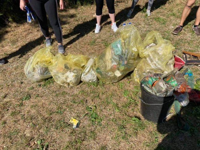Vanzaghello, plogging di corsa a raccogliere rifiuti