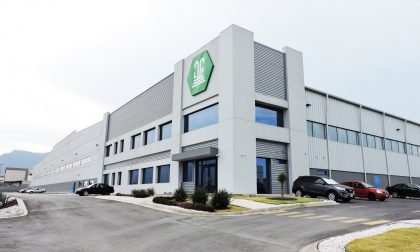 Fontana Gruppo, fare fasteners in green