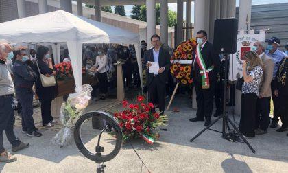 Folla per l'ultimo saluto all'ex sindaco Arianna Cavicchioli