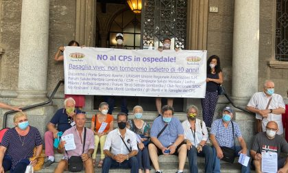 """""""No al CPS in ospedale"""": la protesta fuori dal comune"""