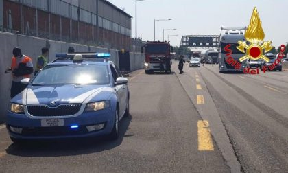 Tamponamento in autostrada, lunghe code e traffico intenso FOTO