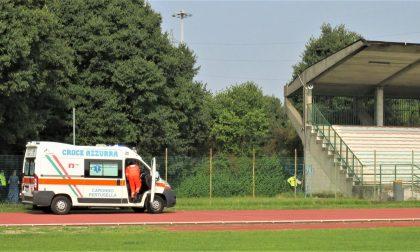 Dramma al campo sportivo: uomo si impicca sulle gradinate
