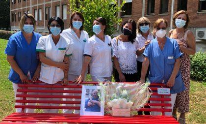 Rho: Una panchina rossa per ricordare l'infermiere morto