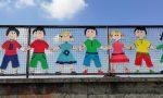 Via le sagome colorate dal ponte dei bambini