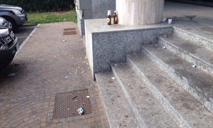 Piazza del Carroccio tra schiamazzi e sporcizia: l'ira dei residenti