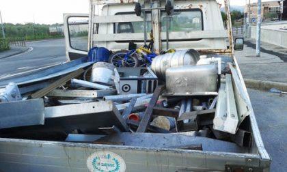 Trasporto illegale di rifiuti: due automezzi sequestrati