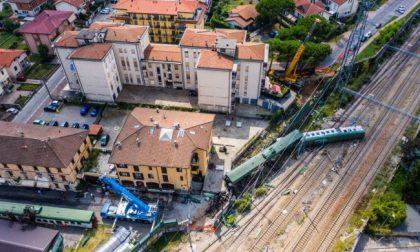 Incidente ferroviario, le FOTO e il VIDEO dall'alto della scena del disastro