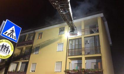 Incendio in un appartamento a Parabiago: 12 coinvolti – LE FOTO