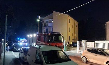 Si spaventa per un principio di incendio e cade in casa: salvata dai pompieri