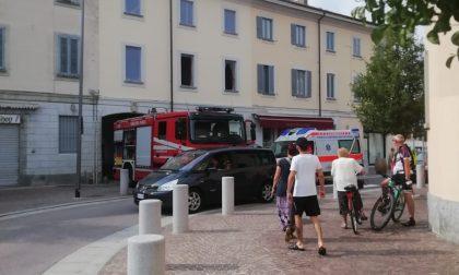 Incendio in piazza a Lainate: arrivano i pompieri