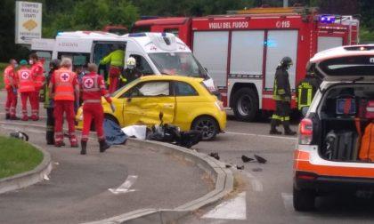 Incidente tra auto e moto sul Sempione: muore ragazzo di 20 anni FOTO
