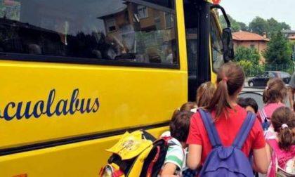 Una raccolta firme e una mozione per ripristinare lo scuolabus