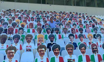 Sagome dei tifosi al Gp di Monza: idea vincente (e solidale) FOTO