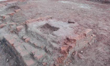 Durante gli scavi spunta una fornace del 1600 – LE FOTO