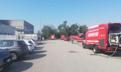 Incendio in un'azienda di Castelletto, sul posto tre ambulanze