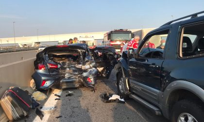 Grave incidente in Autostrada: auto distrutte e due persone incastrate FOTO