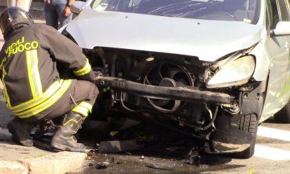 Grave incidente tra auto: coinvolte due persone FOTO
